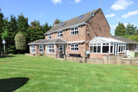 5 bedroom detached house to rent - Hale Road, Hale Barns