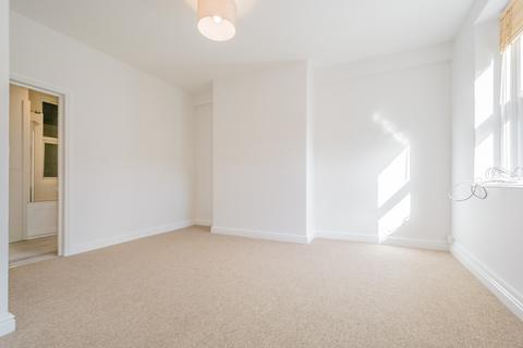 Studio to rent - Upper Bristol Road