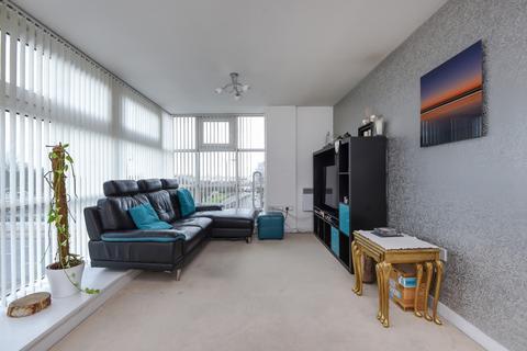 2 bedroom flat to rent - Phoenix Way Battersea SW18