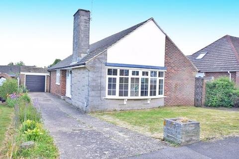 3 bedroom bungalow to rent - Madginford Road, Maidstone ME15 8ND