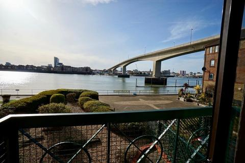 2 bedroom flat for sale - Mitchell Close, Woolston, Southampton, SO19 7TN