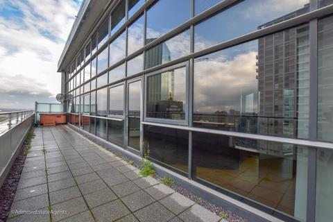 2 bedroom penthouse to rent - Penthouse, Tempus Tower, Mirabel Street, Manchester M3