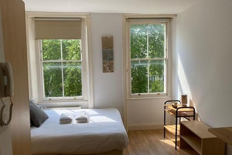 Studio to rent - Kensington Gardens Square, London