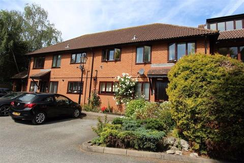 2 bedroom flat for sale - St Theresa Court, North Chingford, London