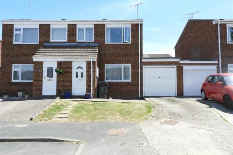 3 bedroom semi-detached house for sale - Icomb Close, Toothill, Swindon