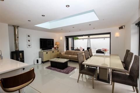 3 bedroom detached house for sale - Beaulieu Court, Bridlington