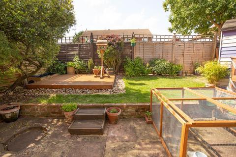 1 bedroom terraced house for sale - Cedar Close, Aylesbury