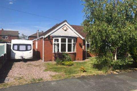 2 bedroom semi-detached bungalow to rent - Oakdene Avenue, Cheshire