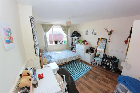 5 bedroom house share to rent - Ronald Street, London