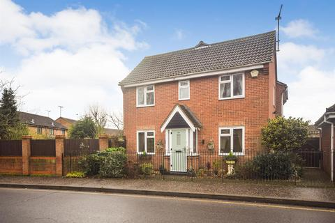 3 bedroom house for sale - Barleyfields, Witham