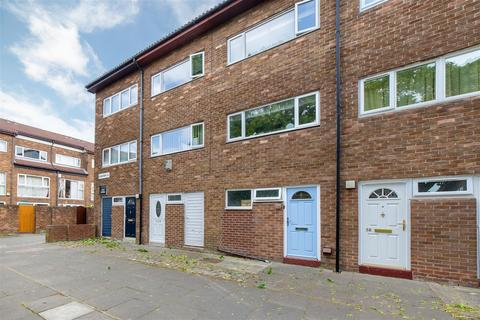 3 bedroom townhouse for sale - Langhorn Close, Newcastle Upon Tyne