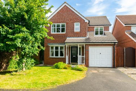 4 bedroom detached house for sale - Pentire Close, York, YO30