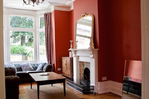 4 bedroom terraced house to rent - Branksome Road, London, SW2 5JA