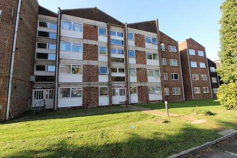 2 bedroom flat to rent - Oak Road, Crawley, West Sussex. RH11 8AZ