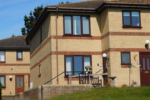 2 bedroom flat for sale - Seacroft Esplanade, Skegness, Lincs, PE25 3BE