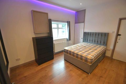 Studio to rent - London Road, Reading