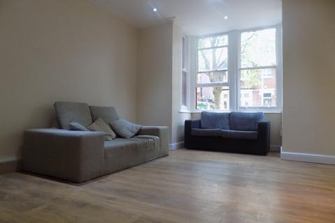Studio to rent -  37 Studley Road,  Luton, LU3