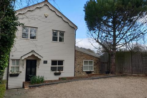 4 bedroom detached house to rent - Waltham Road, Essex EN9