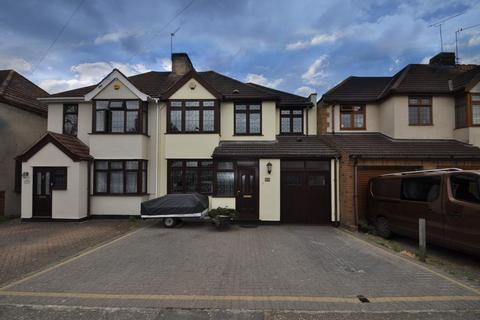 4 bedroom semi-detached house - Northumberland Avenue, Hornchurch, Essex, RM11