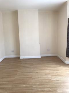 2 bedroom flat to rent - Crawley Road, Town Centre