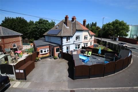 3 bedroom semi-detached house for sale - Graham Cresent, Cadishead, Manchester, M44