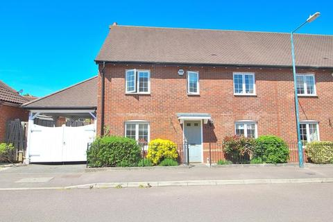 4 bedroom semi-detached house for sale - Cornelius Vale, Chelmsford, Essex, CM2