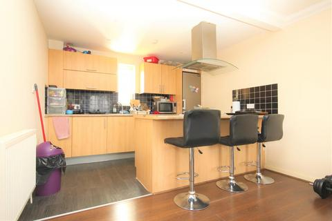 2 bedroom flat to rent - Berengers Place, Dagenham, RM9