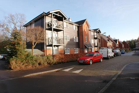 2 bedroom apartment for sale -  Broomy Lodges, Lyndhurst Road, Fleet, gu51