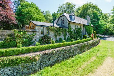 3 bedroom detached house for sale - The Lodge, Castle Green Lane, Kendal, Cumbria LA9 6RG