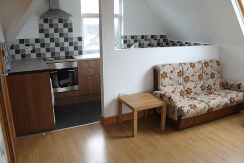 2 bedroom flat to rent - Claude Rd, Roath Cardiff.
