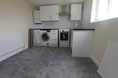 2 bedroom flat to rent - London Road SM3