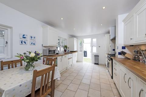 4 bedroom terraced house to rent - Forthbridge Road, SW11