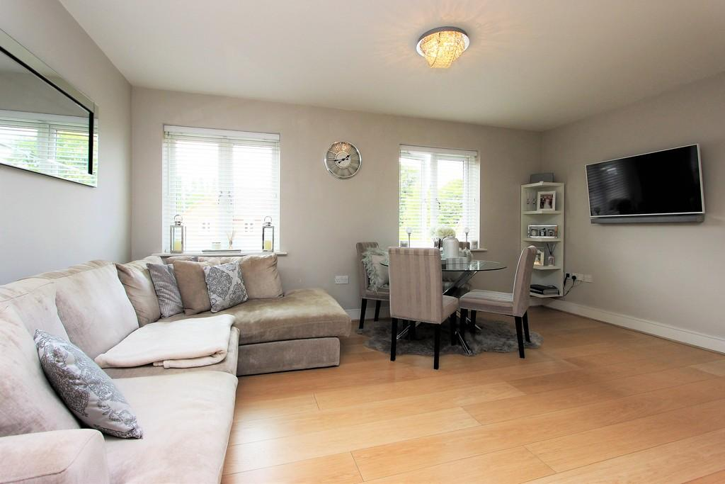 Brighton Road, Banstead 2 bed apartment for sale - £339,500