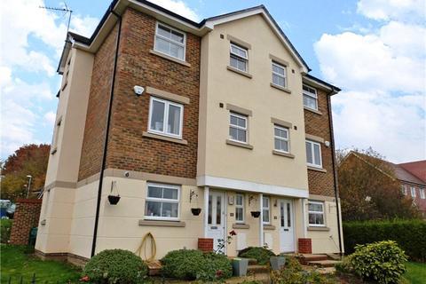 4 bedroom semi-detached house to rent - Ptarmigan Heights, Jennetts Park, Bracknell, Berkshire, RG12