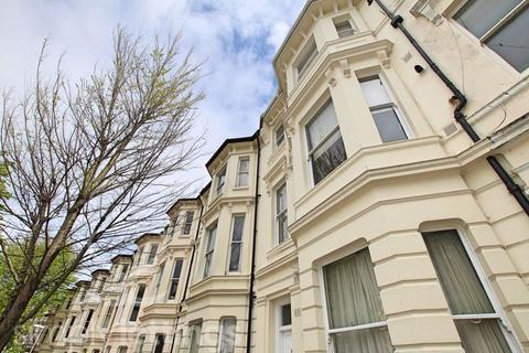 Studio to rent - Buckingham Road, Brighton