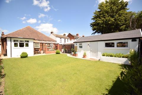 3 bedroom detached bungalow for sale - St. Thomas's Road, Luton