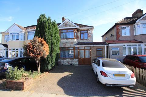 3 bedroom terraced house to rent - Nursery Close, Enfield EN3