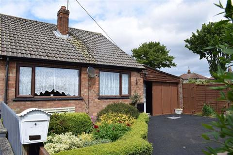 2 bedroom semi-detached bungalow for sale - Church Close, Bridlington, East Yorkshire, YO16