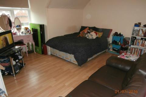 Studio to rent - Queens Road, Clarendon Park, Leicester