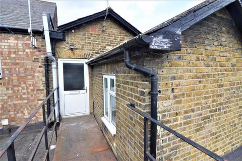 2 bedroom flat to rent - King Street, Stanford Le Hope, Essex