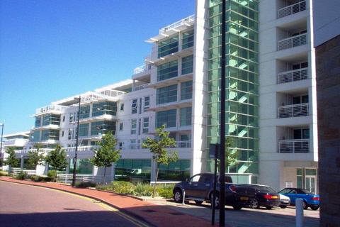 1 bedroom apartment to rent - Sovereign Quay, Cardiff Bay