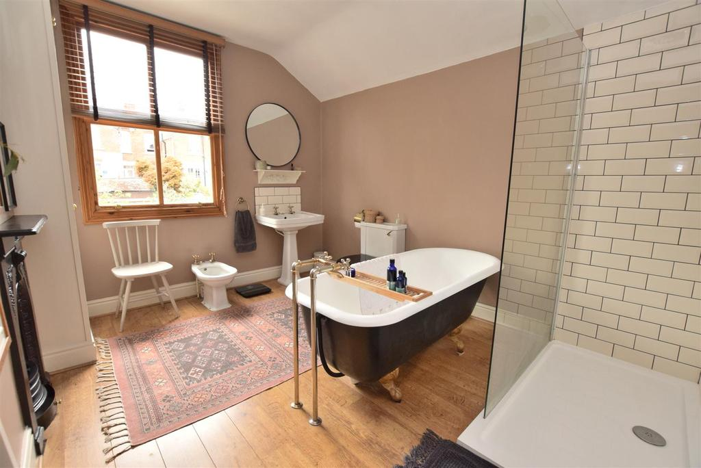 Period Style Four Piece Bathroom