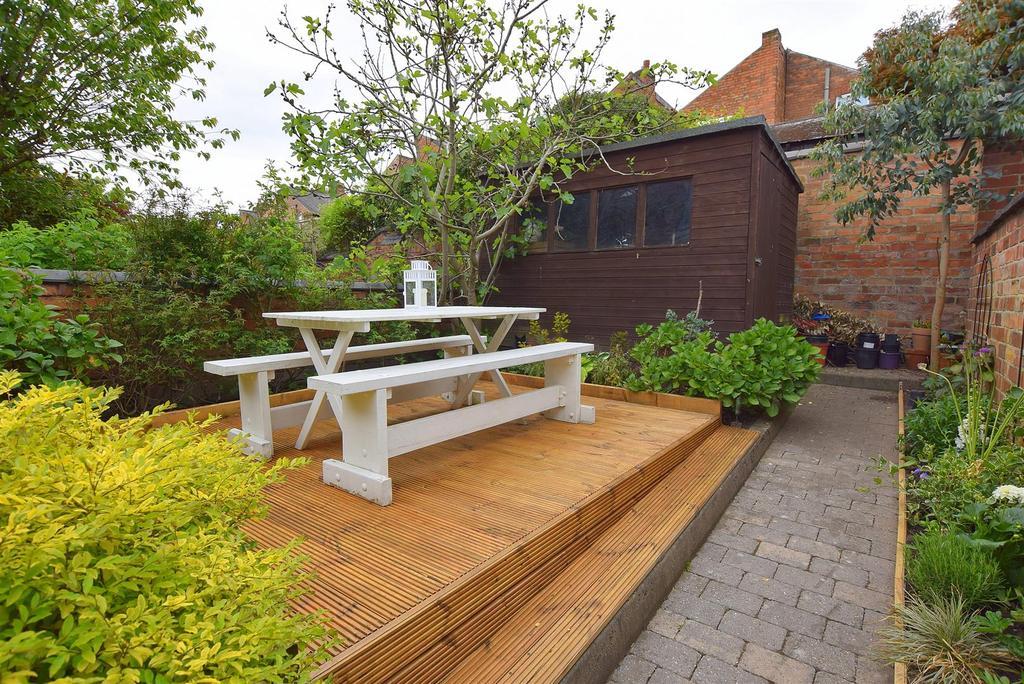 Delightful Landscaped Rear Garden