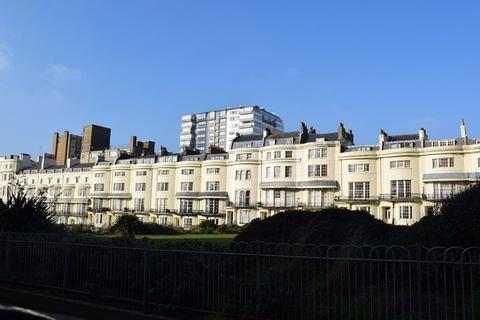 Apartment to rent - Regency Square, Brighton BN1 2FG