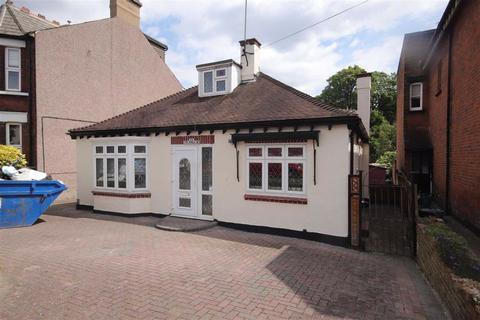4 bedroom bungalow to rent - Buckingham Road, South Woodford