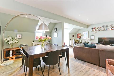 2 bedroom flat for sale - Hamilton House, North Street, Carshalton