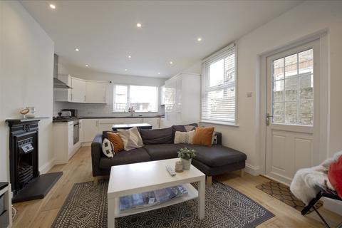 2 bedroom flat for sale - Larden Road, Acton