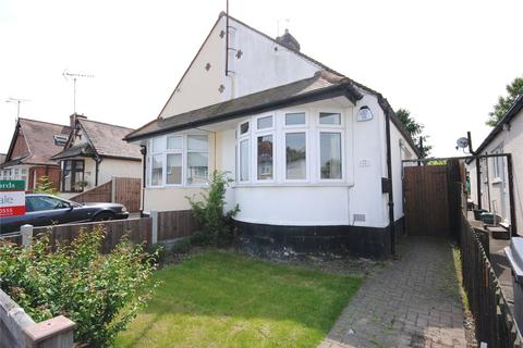 2 bedroom bungalow for sale - Bruce Grove, Chelmsford, Essex, CM2