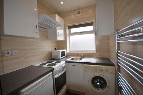 Studio to rent - Trevelyan Crescent, Kenton, Harrow, Middlesex, HA3 0RN