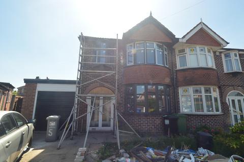 3 bedroom semi-detached house to rent - Lomond Avenue, Stretford, M32 0DT